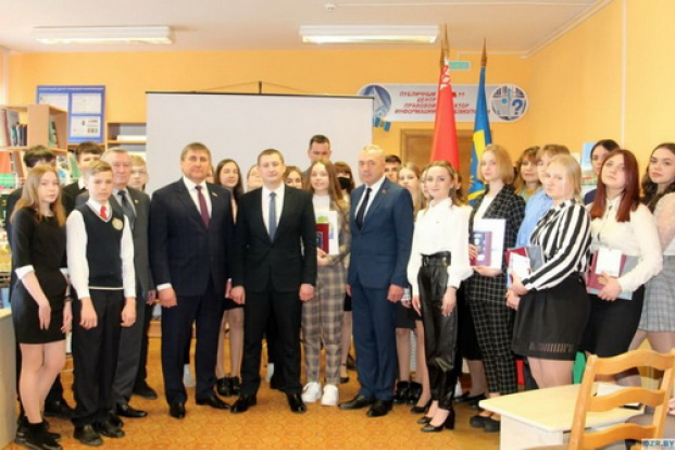 Во время вручения паспортов юным гражданам Дзержинщины, 15 марта 2021 г.